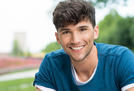 Estudiante universitario viviendo en un Colegio Mayor en el campus universitario de Madrid